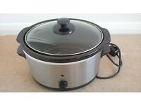 Slow Cooker (Nearly New)