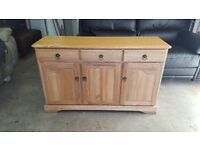 NEW DESIGNER CHETSWORTH HONEY COLOUR SOLID SEASONED ELM 3 DOOR 3 DRAWER SIDEBOARD RRP £869 ONLY £245