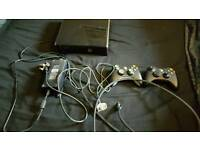 Xbox 360 slim 125gb + 2 controllers play and charge kit