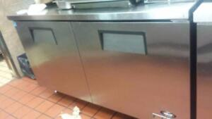 5 FT TRUE UNDER COUNTER COOLER ( MINT CONDITION )