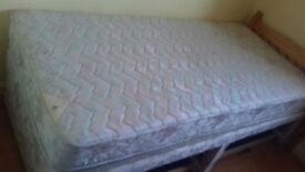 Bed single one drawer missing with mattress