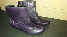 pair of size 5 ladies boots - excellent condition