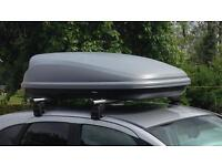 Roof box and roof bars