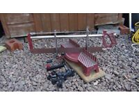Manual mitre saw with extra new blade