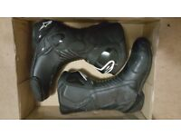 Alpinestars Boots SMX 6 size 8/42. Black 2 weeks old only
