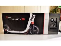 ADULT SCOOTER OXELO TOWN 9 - BOXED (ALMOST NEW)