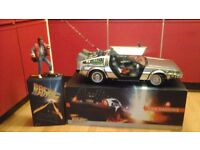 HOT TOYS 1/6 DELOREAN AND MART MCFLY FIGURE