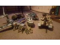 5 vehicles military play set with 7 figures