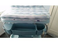 Chicco Cuddle & Bubble Change Table and Baby Bath in Excellent Condition