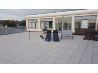 1 bedroom to rent in a 2 bedroom penthouse flat in Cowley, with large terrace and nice view.
