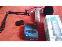Yeti microphone with stand and filter