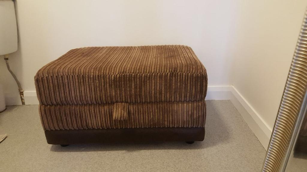 POUFEE/FOOTSTOOL (((( SOLD ))))