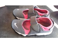 NIKE AIR RIFTS SIZE 5.5
