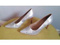 grey shoes french size 39 (UK 5.5)