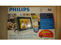 Brand New Digital Photo Frame and Memory Card
