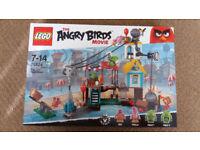 Lego 75824 The Angry Birds Movie Pig City Tear Down - Brand New