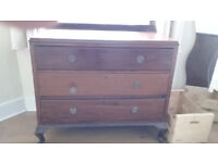 Beautiful dark wood chest of drawers, good condition