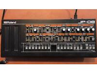 ROLAND JP-08 synthesiser