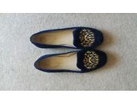 Flat shoes size 6
