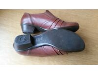 Gabor size 5 womans shoes