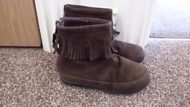 Size 7 girls brown suede boots