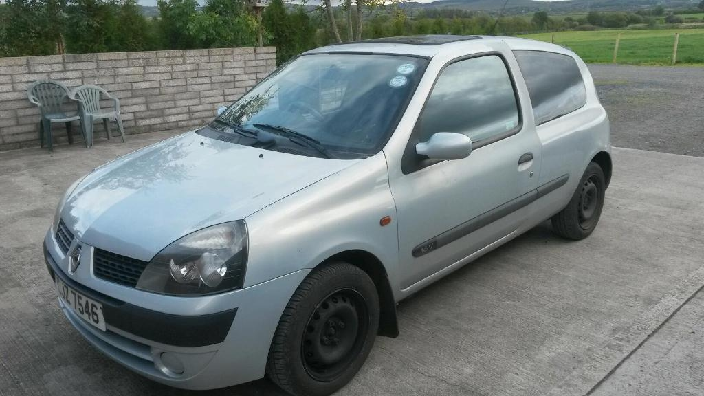 2002 clio 1 2 16v in lisburn county antrim gumtree. Black Bedroom Furniture Sets. Home Design Ideas