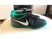 Nike magista Astro trainers