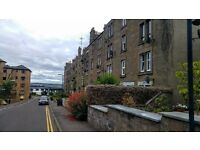 Recently refurbished, 2 bedroom, top floor flat - Taylors Lane Dundee