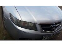 Honda, 4 doors, silver, heavy oil, good engine...has inbuilt sat-nav