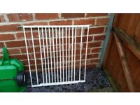 Child baby gate wall mountable with brackets