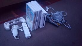 Nintendo wii with 1 remote, nunchuck and a few games!