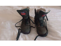 Berghaus walking boots for women size 5 dark green