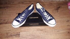 BRAND NEW Mens size 10 Converse