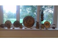Antique collectable brass decorative wall plates, horseshoe, jugs and cutlery £15
