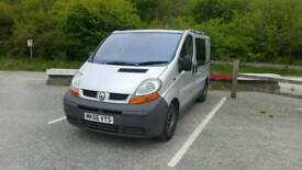 Renault Trafic 1.9 dci dayvan campervan with drive away awning