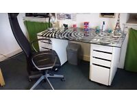 Must go! Modern office desk and chair