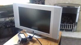 Small TV full working order Maxim 17 inch has scart lead input and vga pc input