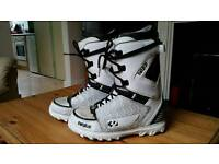 32 snowboard boots size 10