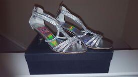 BNIB QUIZ Stunning Diamonte Dress Sandals Size 8