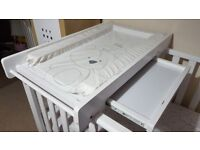 Cotbed changing table with matt