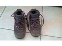 Child's hiking boots £5 o.n.o