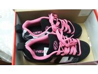 Heelys - Size 7 - black and pink