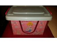 Disney Princess storage container on wheels - Good overall condition