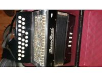 Accordion button with orginal case*******C/F ****8 button bass accordion/ accordian****good play