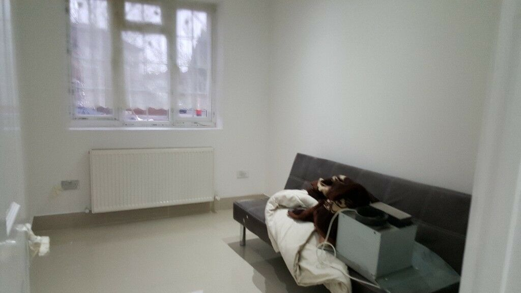 One bedroom ground floor flat near hatton cross station