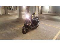 Vespa Piaggio ET4 125cc - great commuter, learner legal. Black scooter. London