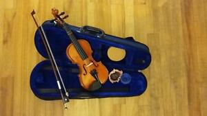 Tiny and beautiful 1/32 size violin