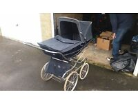 Vintage SILVERCROSS PRAM & matching accessories bag