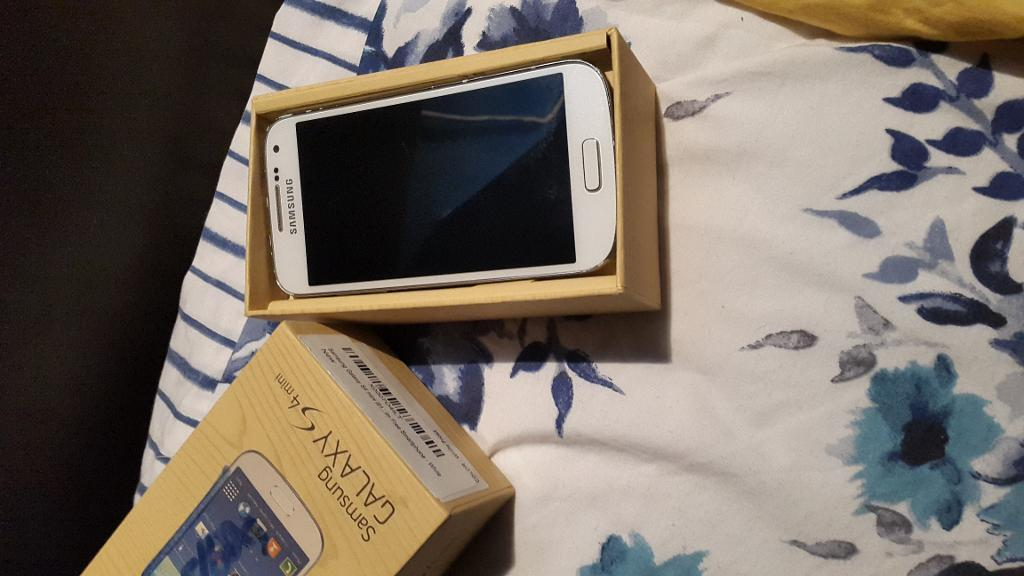 Samsung Galaxy S4 mini white UNLOCKEDin Bradford, West YorkshireGumtree - Samsung Galaxy S4 mini White Good bits Unlocked to all networks Mint screen With box n charging cable Bad bits colour has faded alot from bezzel (not dints) Few dints but not visable URGENT SALE! NO OFFERS! DELIVERY AVAILABLE! PAYPAL AVAILABLE!