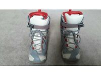 Salomon Grey Ladies Snowboard Boots UK Size 8 (but fits size 7 foot). Used.